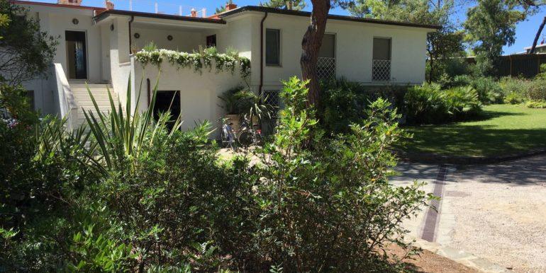 villa pineta roccamare toscana vendita concetta relli luxury real estate 01
