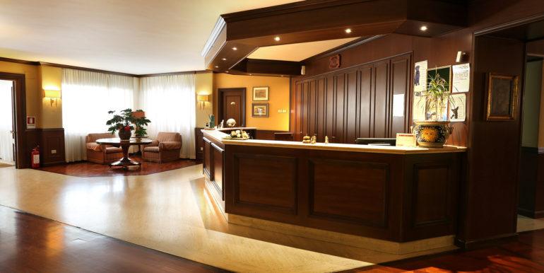 hotel-corona_reception