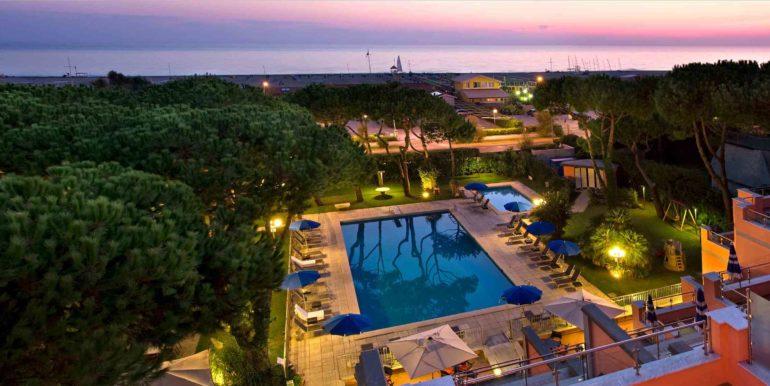 Piscina - albergo fronte mare vendita concetta relli luxury real estate