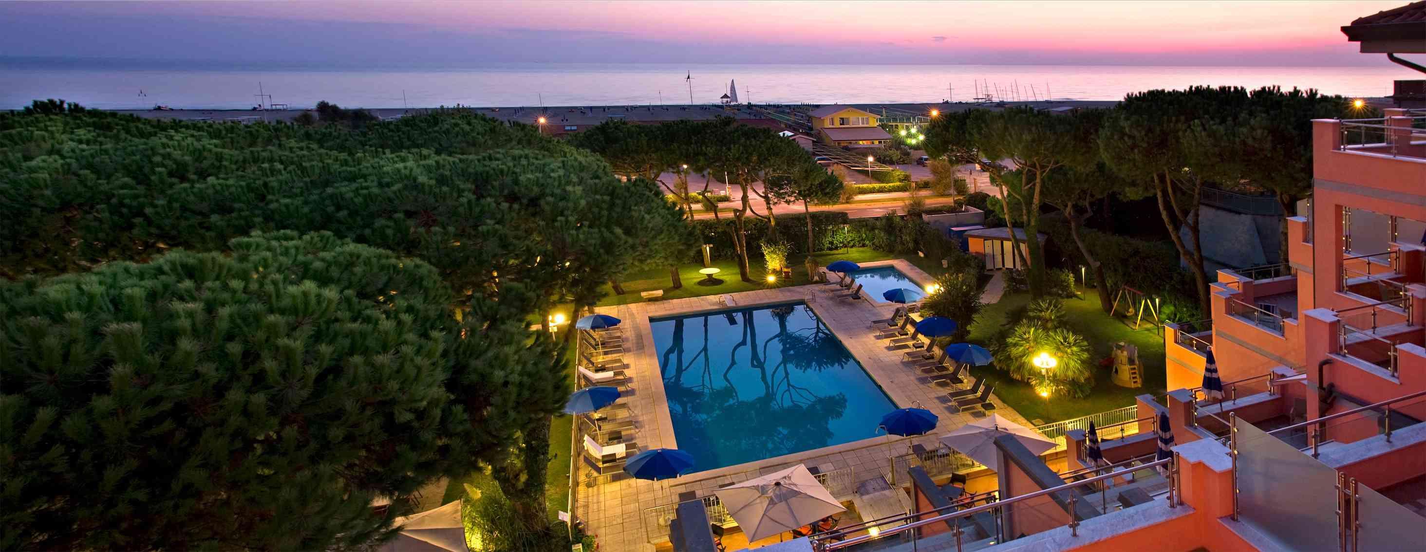 Albergo fronte mare – Versilia, Marina di Pietrasanta – Concetta Relli Luxury Real Estate