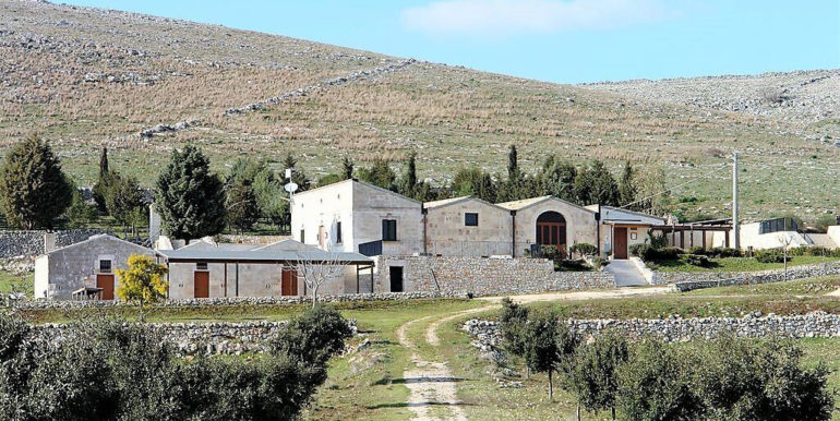 SCHEDA ANTICA MASSERIA LAMALUNGA concetta relli lurury real estate 01