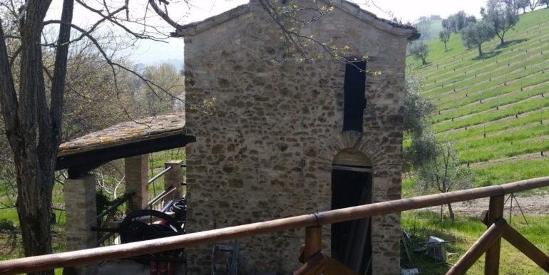 Borgo in vendita nell'entroterra maceratese concetta relli luxury real estate 0-1