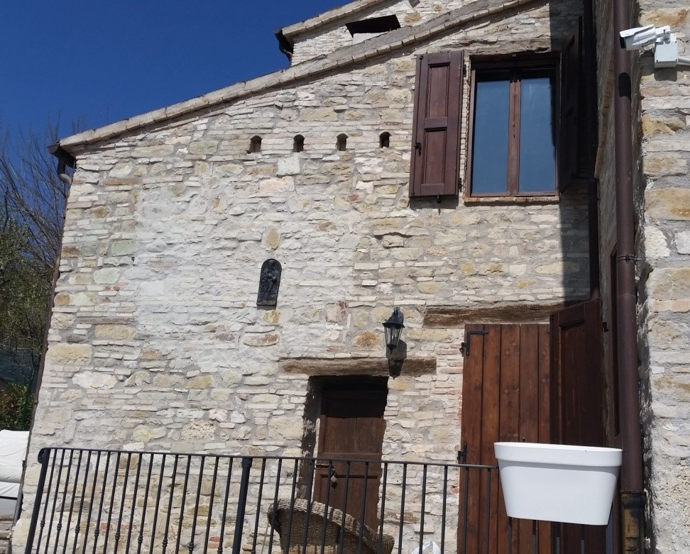 Incantevole Borgo (Macerata) – Concetta Relli Luxury Real Estate