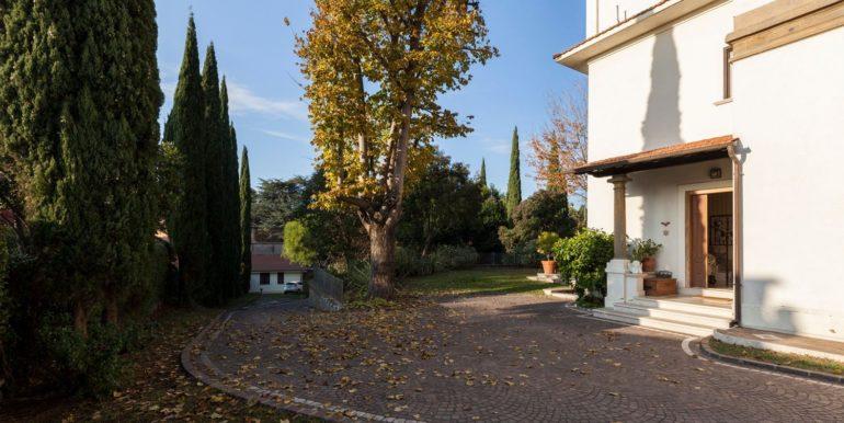 Villa in vendita in CONFINI DI CASTELGANDOLFO concetta relli luxury rela estate 01