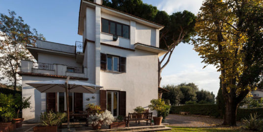 Villa in vendita in Confini di Castelgandolfo, 1 – Concetta Relli Luxury Real Estate